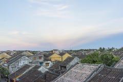老房子的屋顶在会安市老镇 免版税库存图片