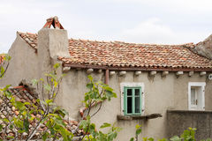 老房子的屋顶 免版税库存图片