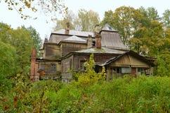 老房子的废墟 库存图片