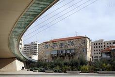 老房子的看法从串桥梁的 库存照片