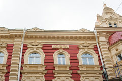 老房子的美好的建筑学有窗口的 免版税库存照片