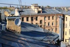 老房子的铁屋顶 免版税图库摄影