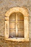 老房子窗口在传统西西里人的镇 免版税库存图片