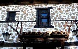 老房子窗口在班斯科, 2015年2月17日的保加利亚 免版税图库摄影