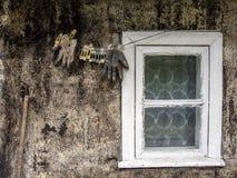 老房子窗口视图 免版税库存照片