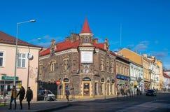 老房子风景看法在老镇Krakowska街道上的在Tarnow,波兰 免版税库存图片