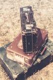 老手提箱堆减速火箭的样式 免版税库存图片