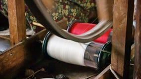 老手纺车工作过程 缅甸 库存图片