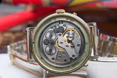 老手表多灰尘的机制选择聚焦 库存图片
