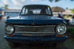 老打破的生锈的汽车 图库摄影