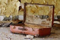 老打破的手提箱3 库存图片