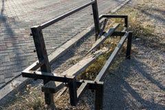 老打破的长木凳 库存图片