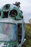 老打破的绿色俄国直升机 免版税图库摄影