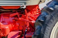 老拖拉机在红颜色被绘 图库摄影
