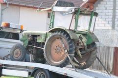 老拖拉机运输 免版税库存图片