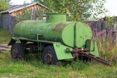 老拖车坦克 免版税库存照片