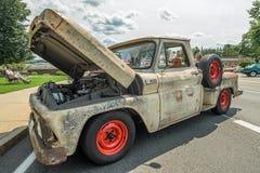 老拾起在车展以为特色的卡车 库存图片