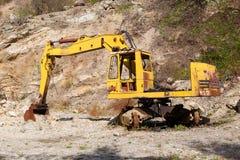 老挖掘机 免版税库存图片