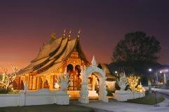 老挝木日落的寺庙 库存图片