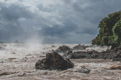 老挝的美丽的孔恩瀑布河在亚洲东南部 免版税库存图片