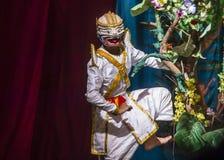 老挝舞蹈家在皇家芭蕾舞团剧院执行 免版税库存图片
