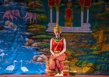 老挝舞蹈家在皇家芭蕾舞团剧院执行 库存照片