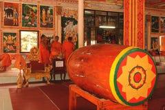 老挝:在圣洁stupa的Monastry那Luang在首都 免版税库存照片
