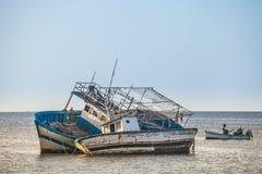老捕鱼船在豪迈特苏格,海岛Jerba,突尼斯 免版税库存图片