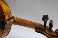 老损坏的小提琴 库存照片