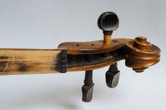 老损坏的小提琴 免版税库存图片