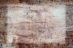 老损坏的破裂的油漆墙壁,难看的东西背景,红颜色 免版税库存照片