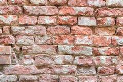老损坏的红砖墙壁 免版税库存照片