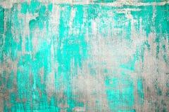 老损坏的破裂的油漆墙壁,难看的东西背景,绿松石颜色 库存照片