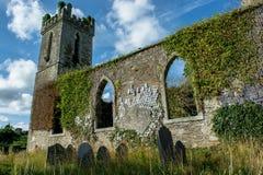 老教会和坟园在爱尔兰 免版税库存照片