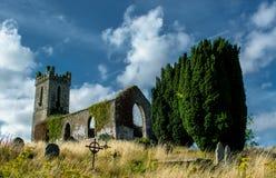 老教会和坟园在爱尔兰 库存图片