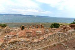 老教会和塔在海岸 免版税图库摄影