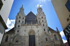老教会在卢森堡被采取在两房子前面之间 图库摄影