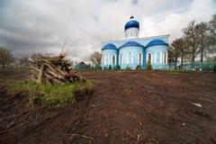 老教会在村庄 俄国 图库摄影