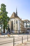 老教会在苏黎世在夏天在瑞士 免版税库存图片