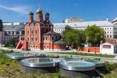 老教会在Kotelnicheskaya堤防的公园Zaryadye, 库存图片