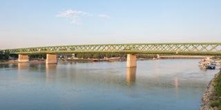 老新的桥梁的清早视图在布拉索夫 库存照片