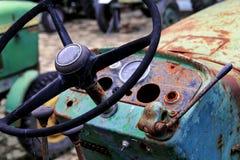老方向盘农用拖拉机 库存图片