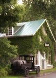 老旅馆和啤酒厂 库存照片