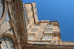 老旅馆大厦在瓦莱塔 免版税库存照片
