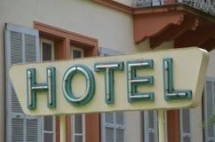 老旅馆标志 免版税库存照片