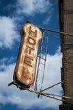 老旅馆标志 免版税图库摄影