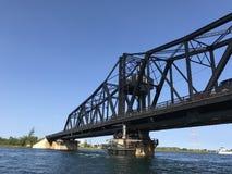 老旋转的铁桥梁 库存照片