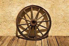老无盖货车西方轮子 库存图片