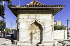 老无背长椅梅莱克巴夏喷泉在希俄斯 库存图片