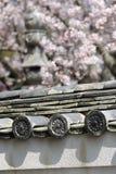 老日本屋顶cray瓦片 免版税库存照片